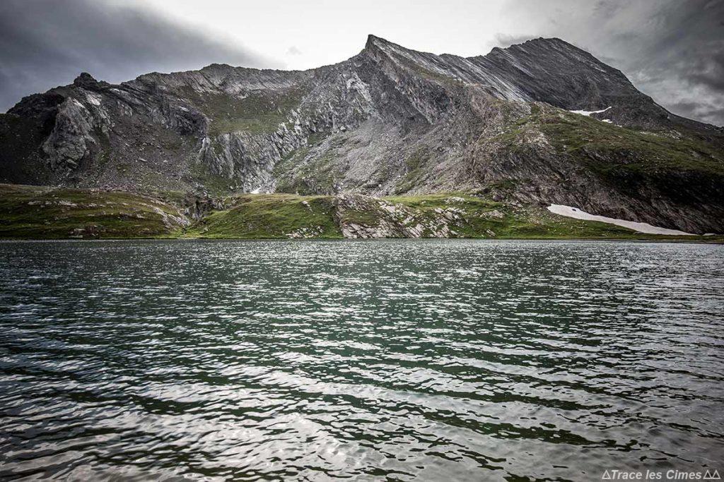 Lago Égorgéou com La Crête de La Taillante, Queyras (Hautes-Alpes) - caminhada na chuva