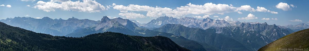 Vista panorâmica dos picos de Queyras, Hautes-Alpes