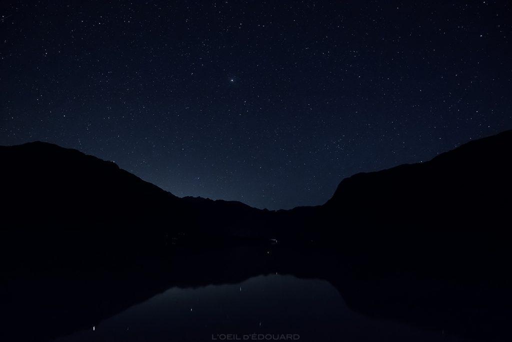 Estrelas no céu do Lago Bohinj à noite, Eslovênia - Lago Bohinj, Eslovênia / Bohinjsko jezero, Eslovênia