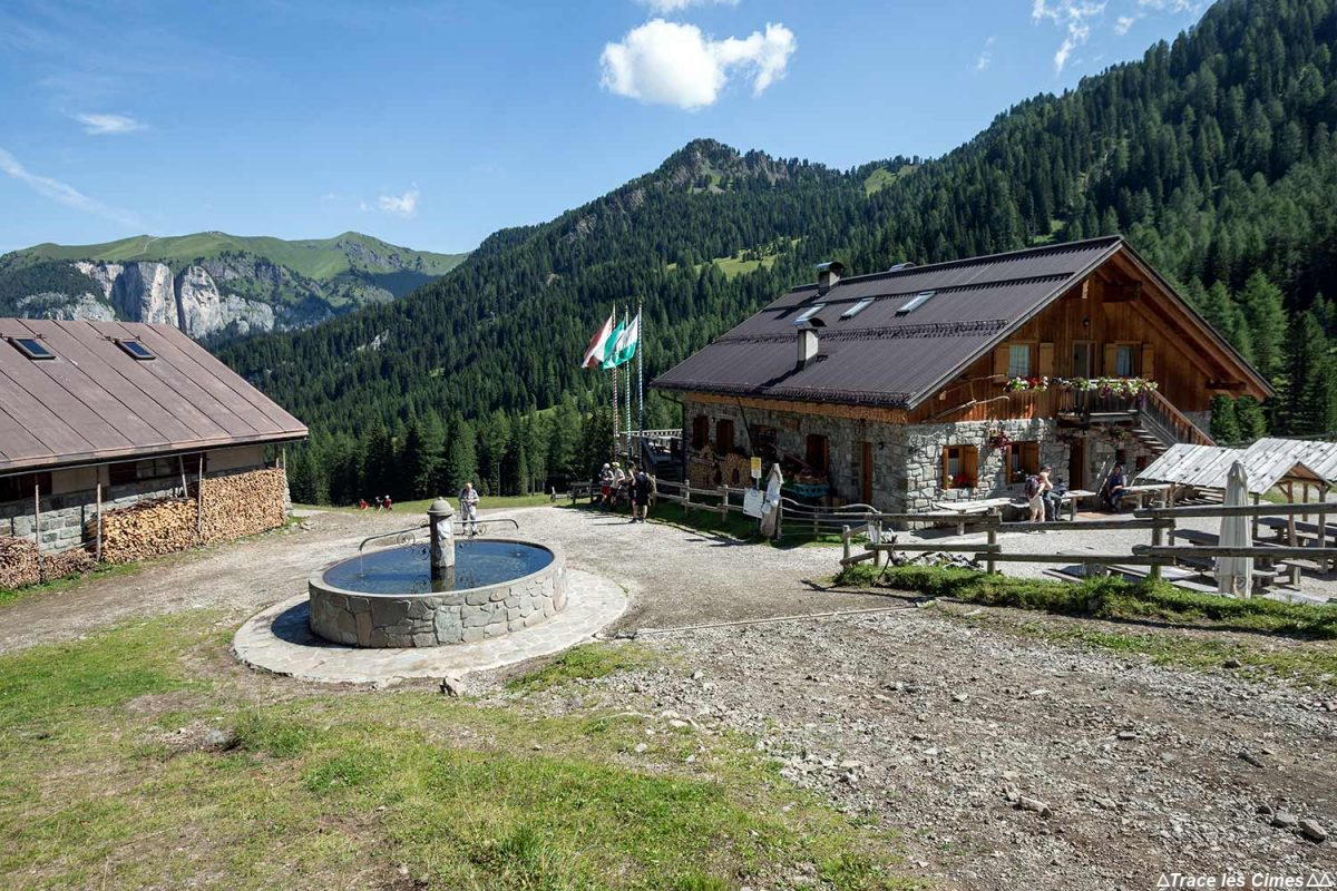 Fazenda Malga Monzoni nas Dolomitas, Itália / Dolomitas Itália
