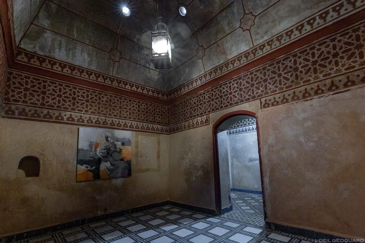 Sala de exposições do antigo hammam do museu de Marraquexe, Marrocos / Visita do museu de Marraquexe, Marrocos