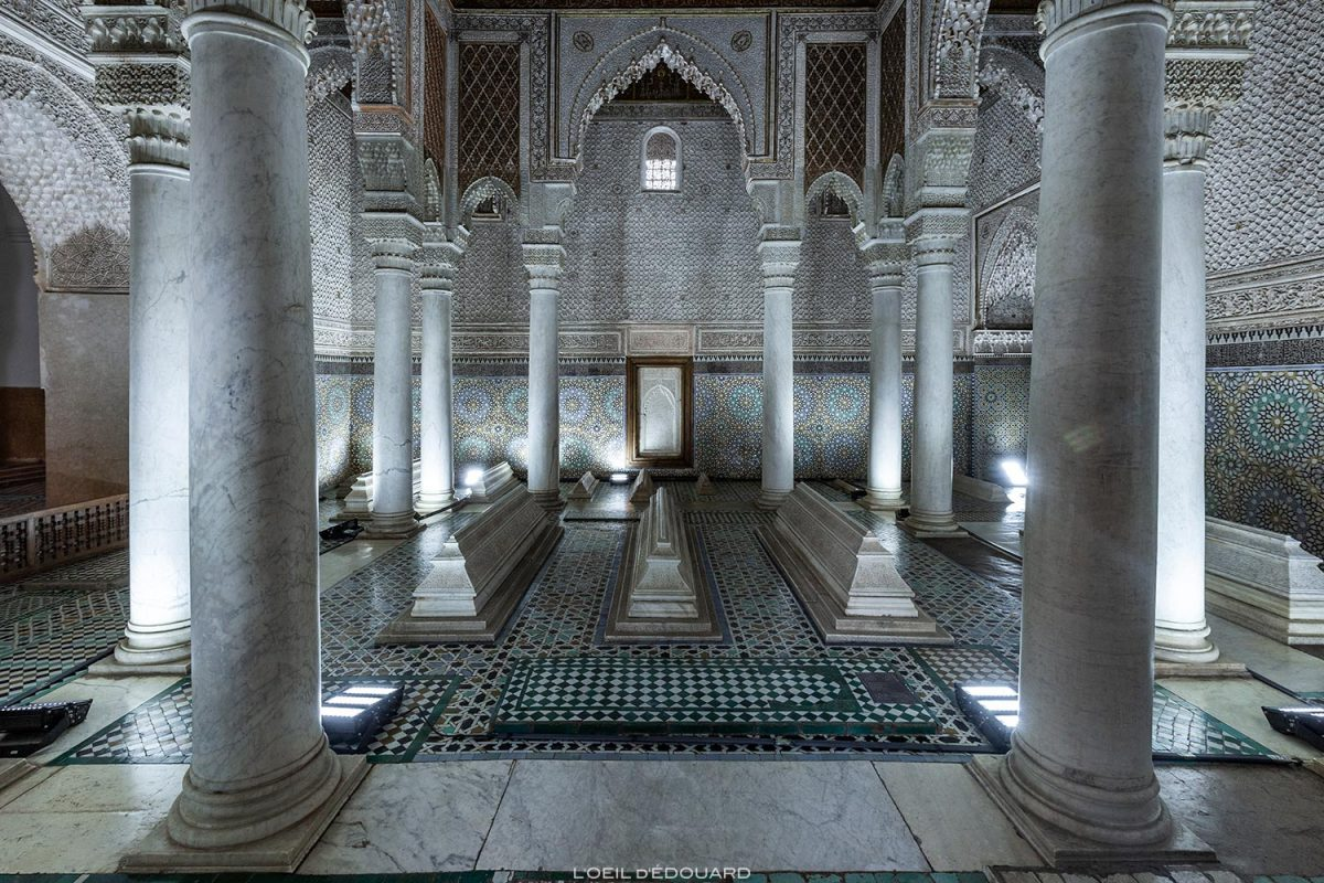 Sala com 12 colunas: Tumbas Saadianas em Marrakech, Marrocos / Visita a Marrakech, Marrocos © L'Oeil d'Édouard - Todos os direitos reservados