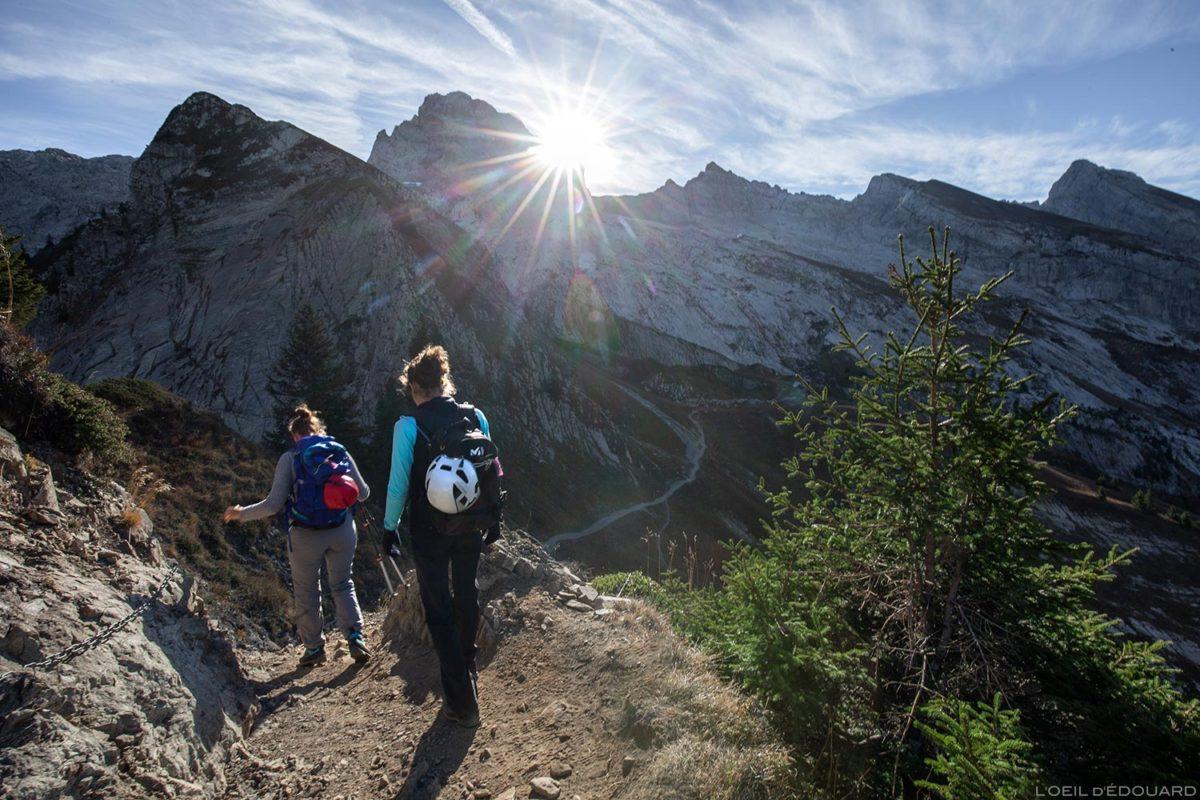 O Pointe Percée do Col de l'Oulettaz em Aravis / Haute-Savoie, Alpes