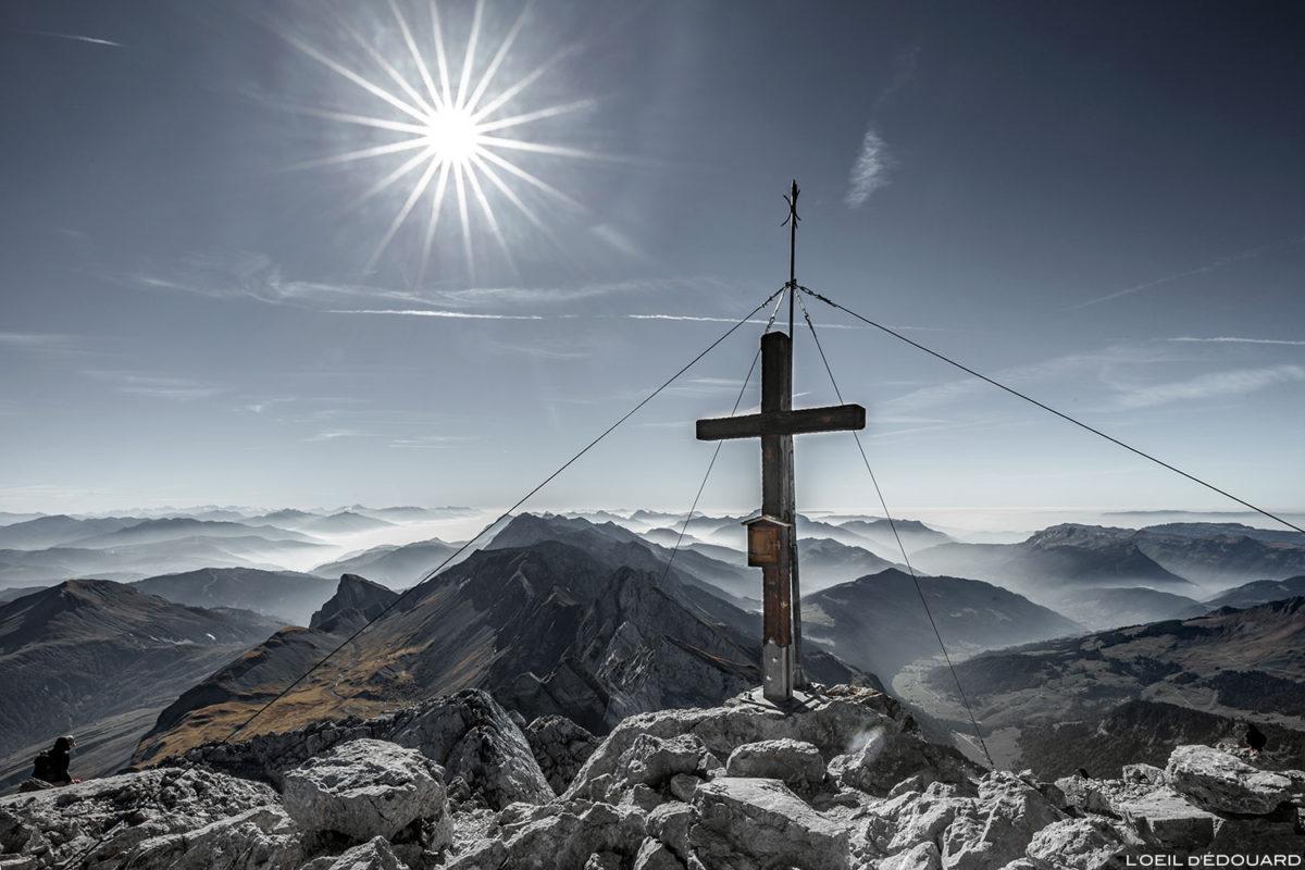 A cruz no topo de La Pointe Percée, Aravis / Haute-Savoie © L'Oeil d'Édouard - Todos os direitos reservados