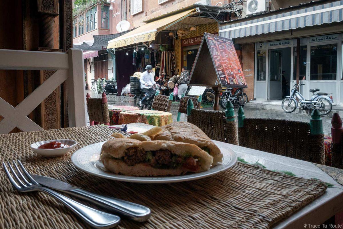 Sanduíche de kefta no restaurante Cherif, Marrakesh, Marrocos
