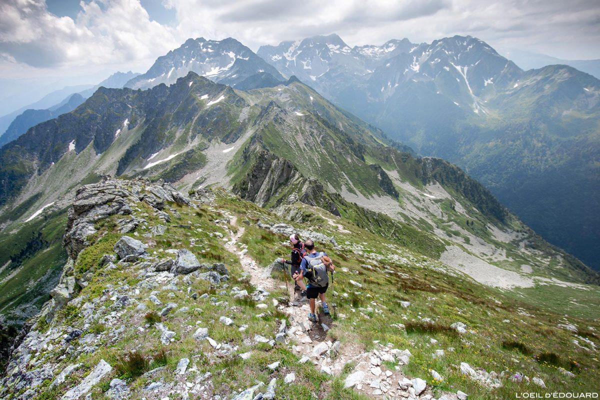 Trilha de caminhada para os Grands Moulins pela crista sul de Belledonne