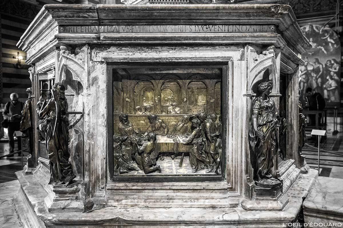 O Banquete de Herodes (1427) Donatello - Fonte Batismal do Batistério de San Giovanni, Catedral de Siena / A Testa de Battista apresenta um Herodes (1427) Lorenzo Ghiberti - Fonte Batismal Batistério de San Giovanni, Duomo OPA Siena