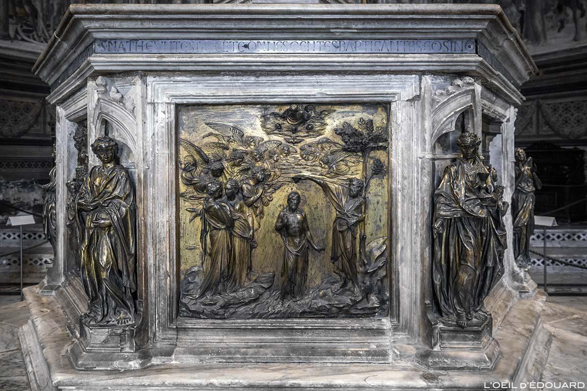 Batismo de Jesus (1427) Lorenzo Ghiberti - Batistério do Batistério de San Giovanni, Catedral de Siena / Batismo de Jesus (1427) Lorenzo Ghiberti - Fonte batismal do Batistério de San Giovanni, OPA Duomo Siena