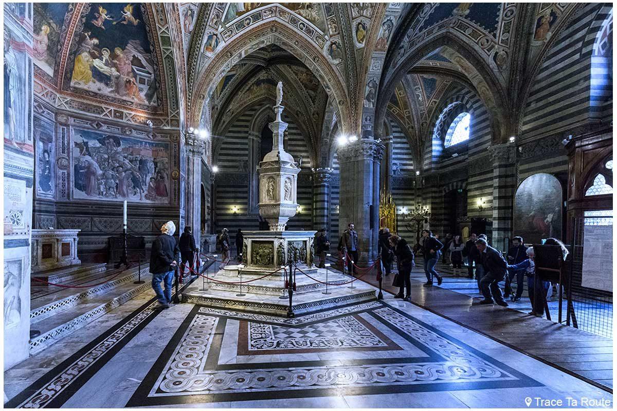 Dentro do Batistério de San Giovanni, Catedral de Siena / Dentro do Batistério de San Giovanni, Catedral OPA de Siena