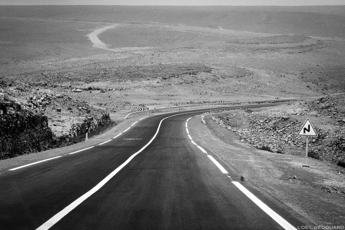 Estrada no deserto de Marrocos