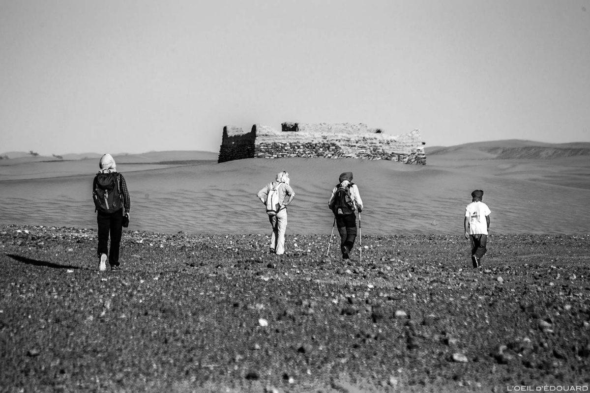 Faça uma caminhada até o túmulo do marabu Sidi Naji no deserto marroquino