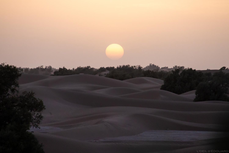 Pôr do sol no deserto de Marrocos