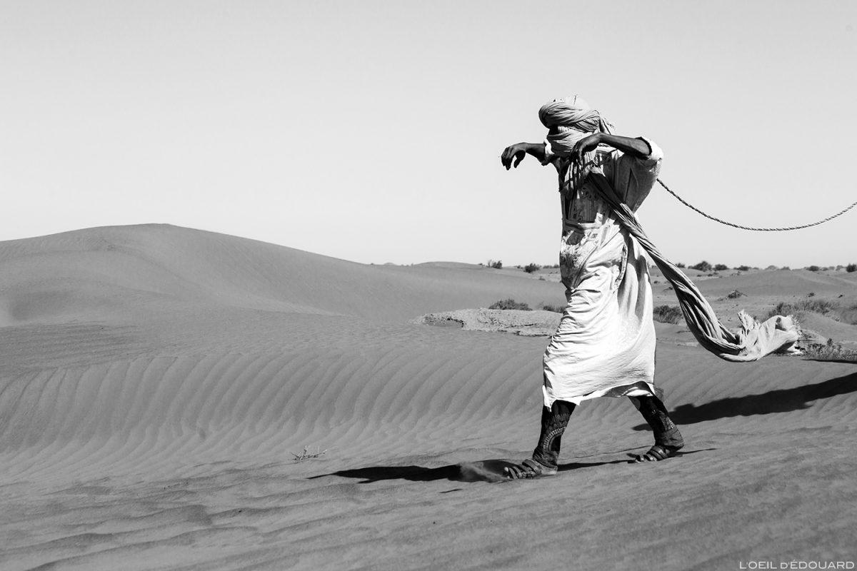 Nômade saharaui no deserto marroquino © L'Oeil d'Édouard