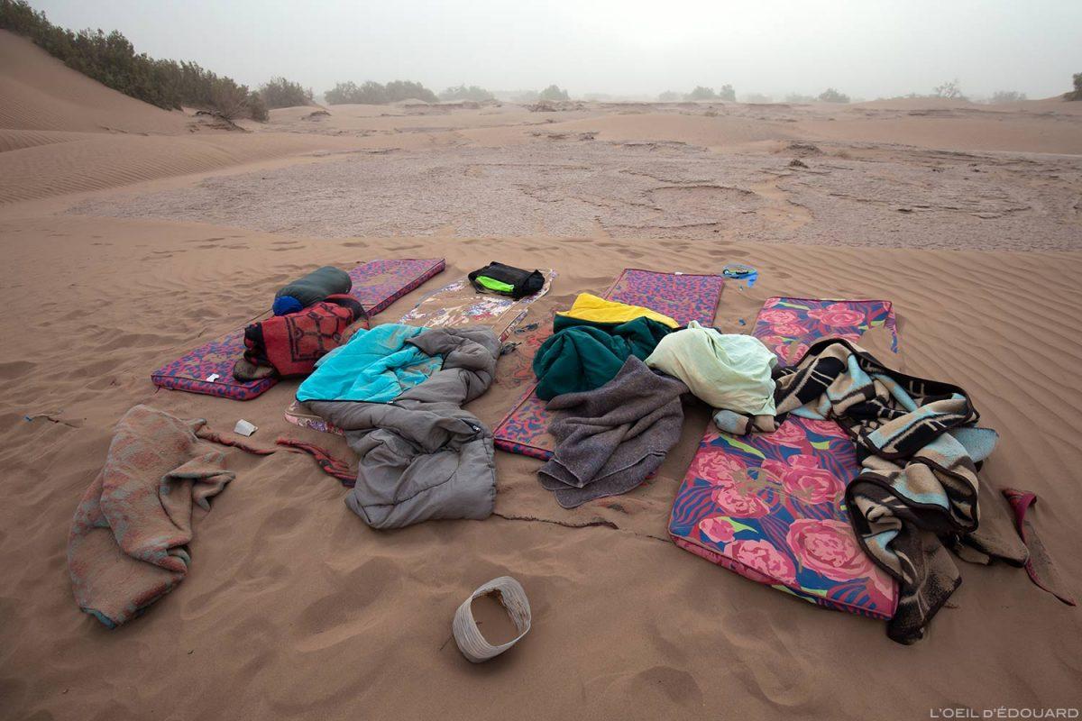 Relógio após uma tempestade de areia no deserto marroquino