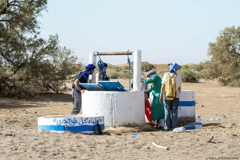 Poço de água no deserto de Marrocos