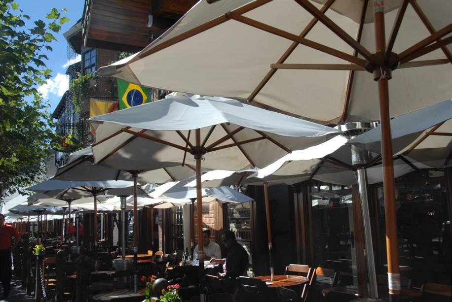 O bar Baden Baden é o epicentro do agito da Vila Capivari