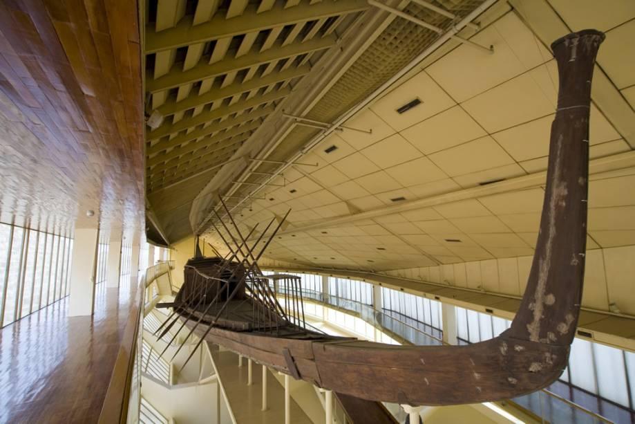 Cheops Solar Barge no complexo da pirâmide de Gizé