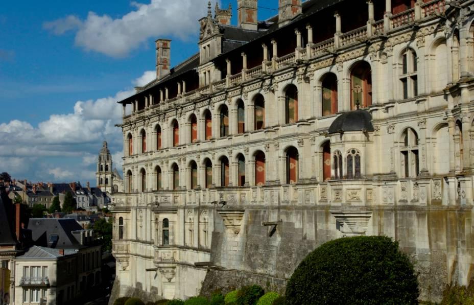 Com um salão gótico do século 13, o Castelo de Blois foi transformado em um palácio renascentista por Ludwig 12 no século 16.  Repleto de salas secretas e da magnífica escadaria octogonal de Francisco I, o castelo agora abriga dois museus, um dedicado às artes decorativas e outro dedicado à arqueologia.