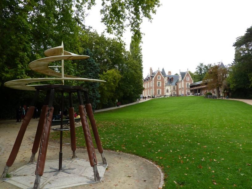 Leonardo da Vinci passou os últimos anos de sua vida na villa Clos Lucé, perto do Château d'Amboise.