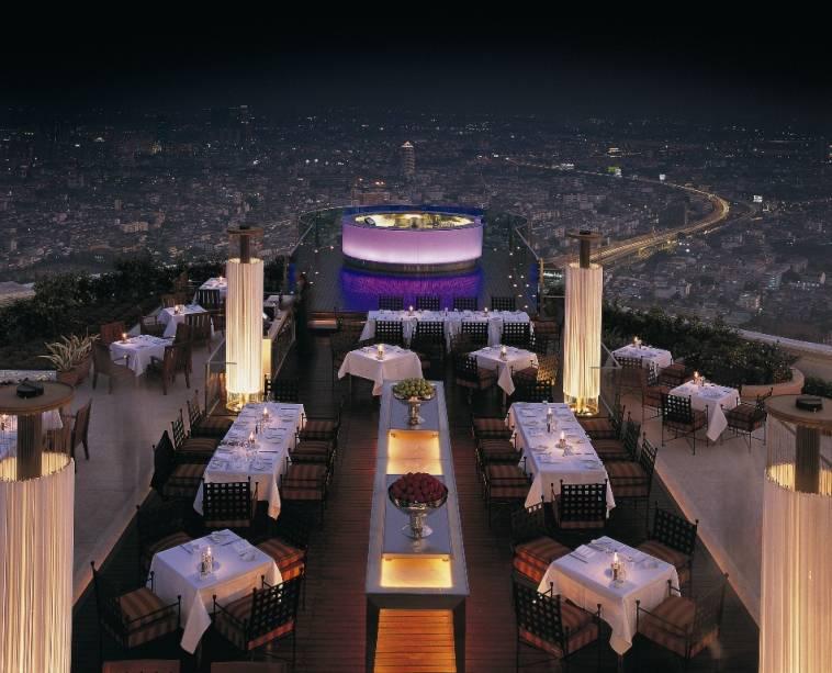 O siroco é considerado um dos restaurantes ao ar livre mais altos do mundo.  Ele está localizado no 63º andar do Lebua e oferece uma vista fantástica de Bangkok