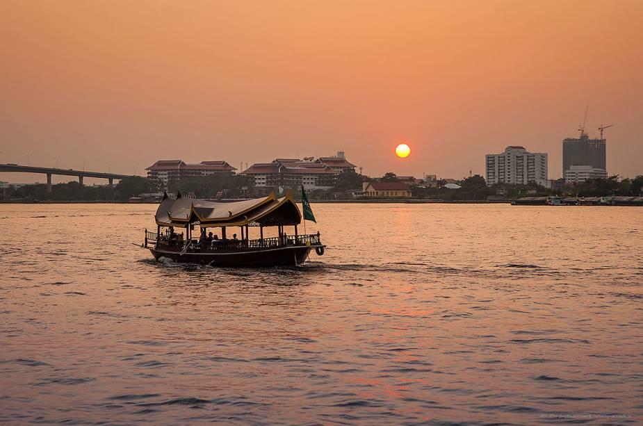 Bangkok Chao Phraya Cruise: uma viagem de barco é obrigatória para os turistas