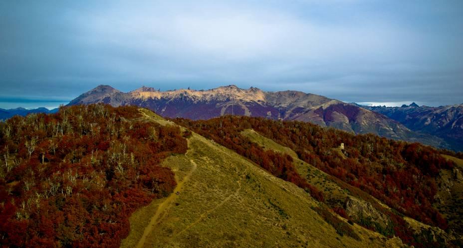 O Cerro Catedral é um dos grandes atrativos de Bariloche, com instalações para esportes de inverno, trilhas para caminhadas e barracas de comida.  As paisagens também são atraentes no outono