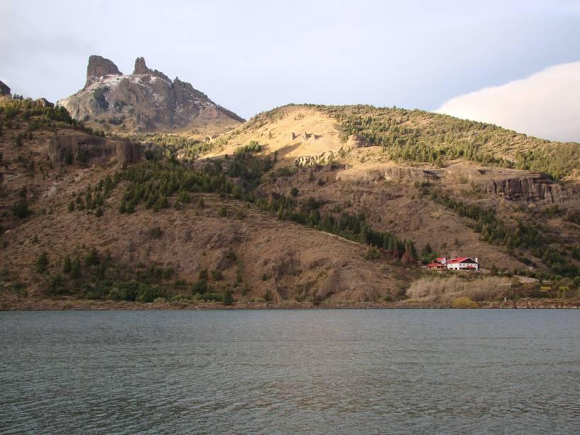 A orla marítima de Sete Lagos é uma estrada de 80 km entre Villa La Angostura e San Martín de Los Andes, nos arredores de Bariloche.