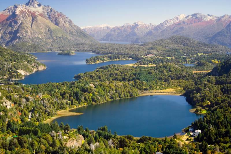 Vista dos lagos da região de Bariloche, uma das cidades mais procuradas pelos turistas brasileiros no inverno