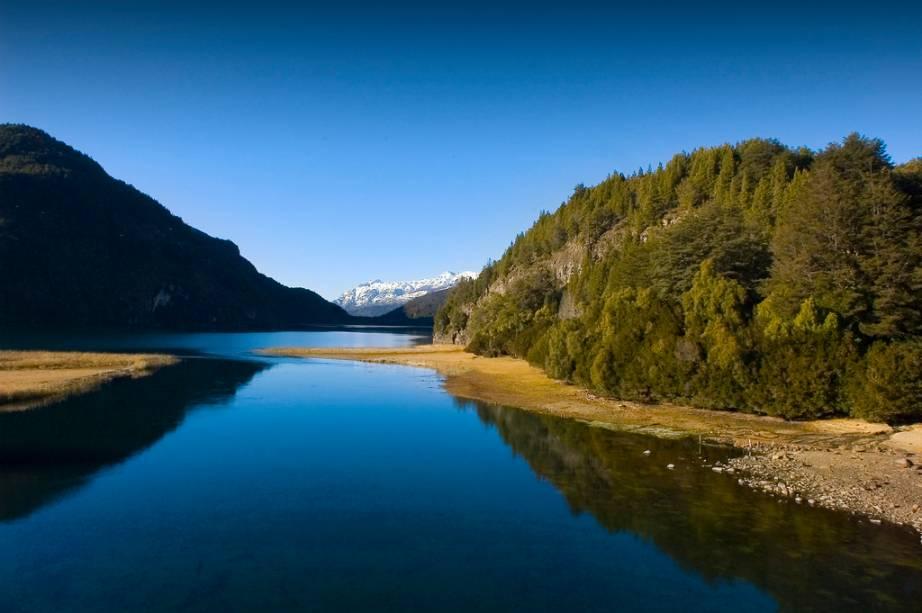Bariloche possui muitas lagoas e florestas protegidas pelo Parque Nacional Nahuel Huapi