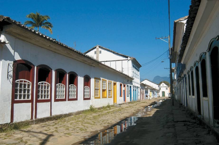 As casas coloniais de Paraty formam um dos conjuntos arquitetônicos mais bem preservados do país.