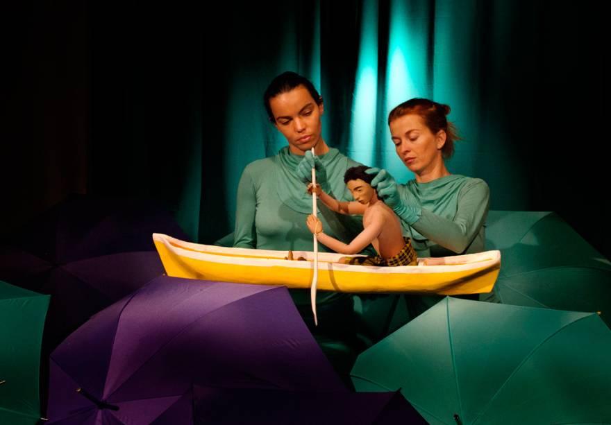 """A apresentação """"Teatro de marionetes""""O jogo, que acontece desde 1994, impressiona pela precisão dos movimentos dos atores ao manipular os bonecos."""