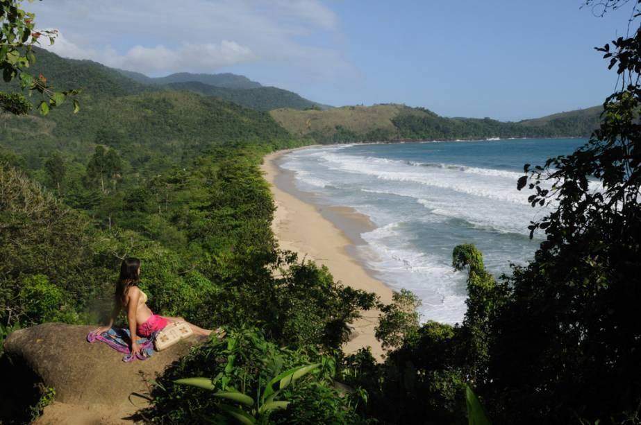Com água verde e acesso pela mata, a Praia do Sono atrai aventureiros e surfistas