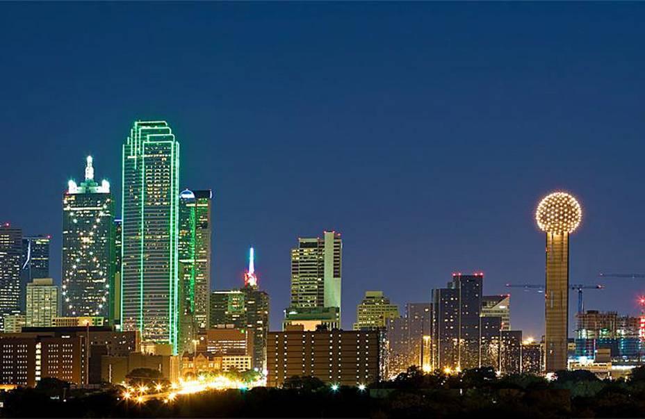 O belo crepúsculo da cidade de Dallas, uma cidade importante e um importante centro econômico do Texas