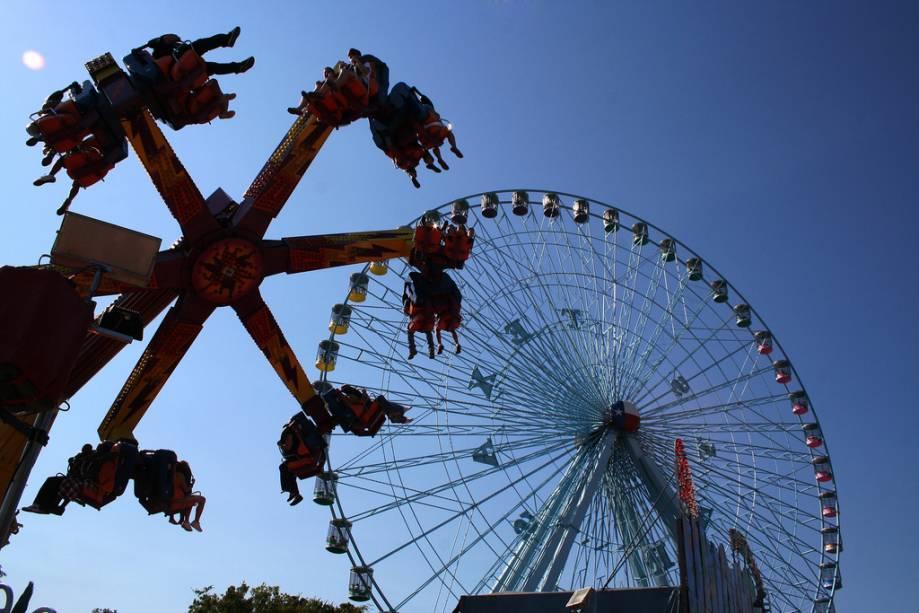 A Texas Star Ferris Wheel de 64,6 metros de altura não funciona o ano todo - ela é montada para a feira estadual anual e desmontada três semanas depois.  É considerada a maior roda-gigante da América do Norte e pode transportar até 264 passageiros em suas 45 gôndolas.