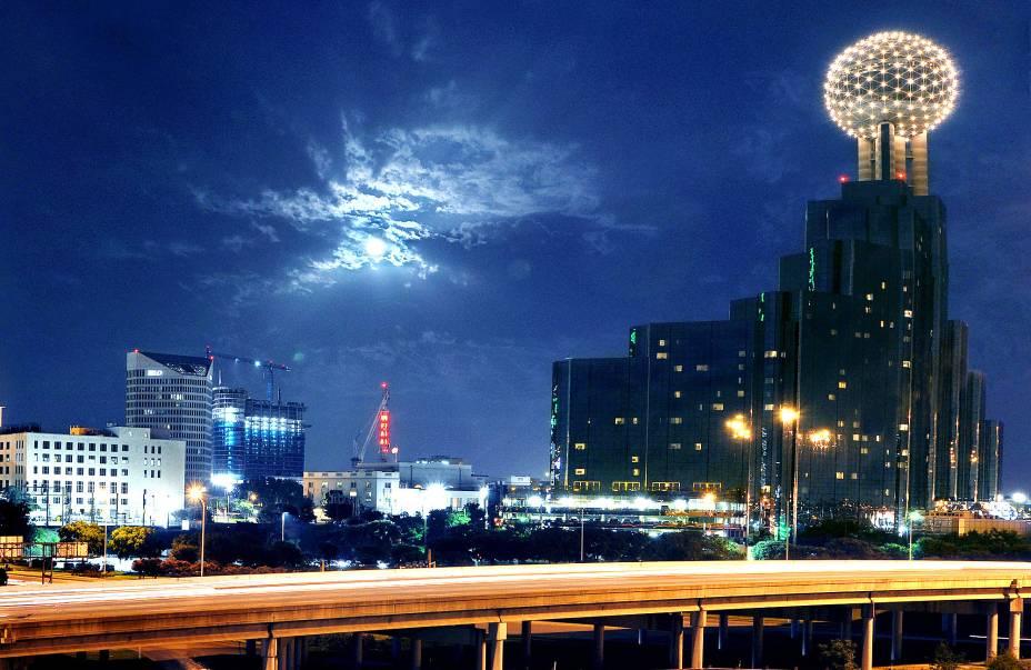 Dallas já foi conhecido pela força de sua economia, que vinha do petróleo.  Hoje a cidade é um importante centro de telecomunicações e tecnologia