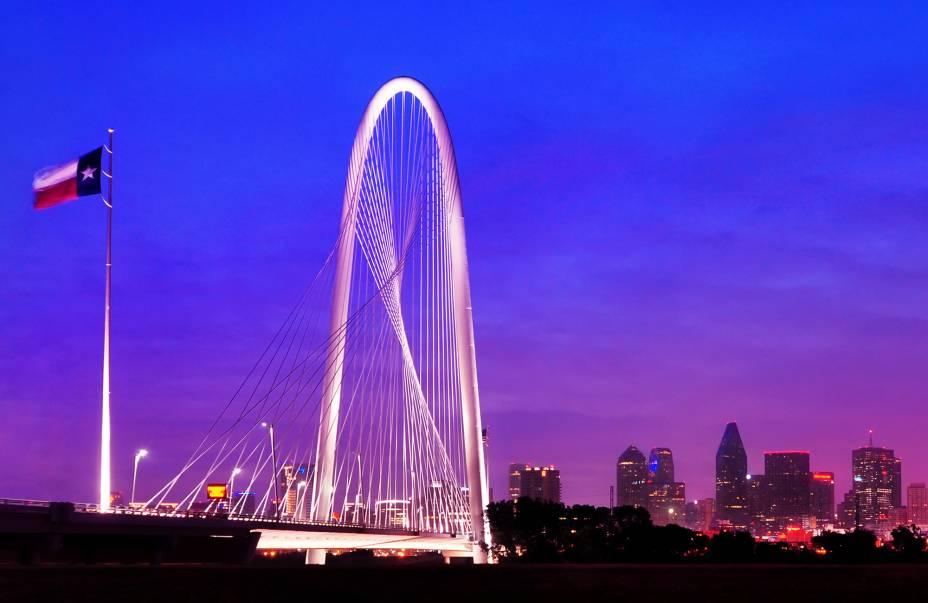 A ponte estaiada Margaret Hunt Hill foi inaugurada em 2012 e oferece uma vista privilegiada da cidade de Dallas