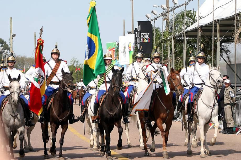 Farroupilha Festejos desfilam pelas ruas de Porto Alegre no Rio Grande do Sul