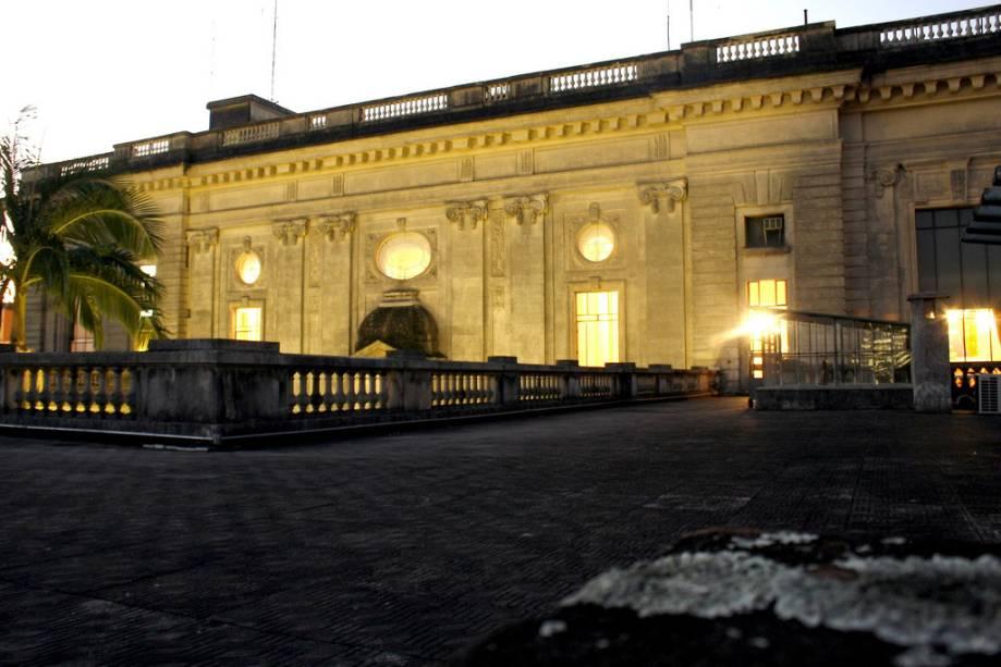 O melhor do Palazzo Piratini, sede do governo provincial de Porto Alegre no Rio Grande do Sul, está nos quartos do andar de cima, que podem ser visitados com guia.