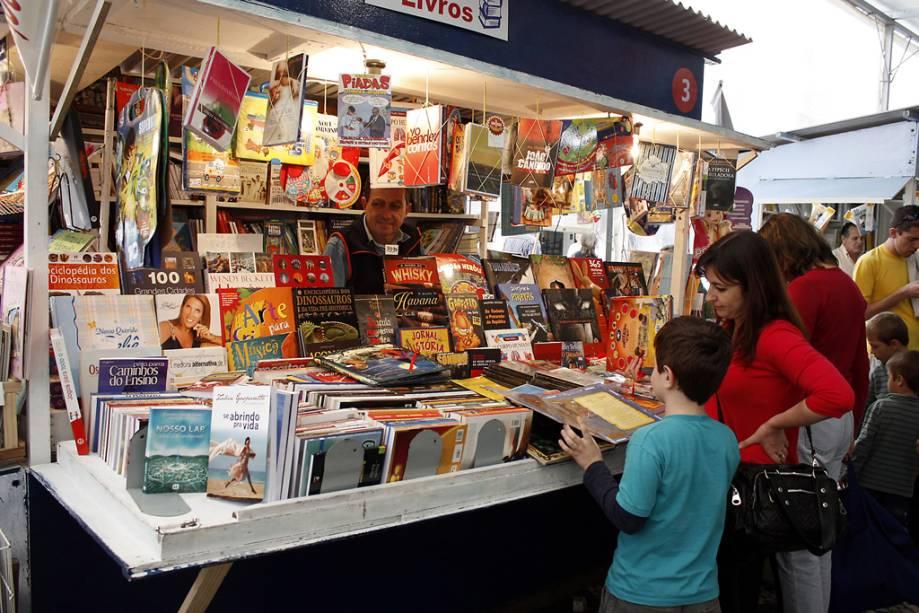 A Feira do Livro, que acontece desde 1955 no centro de Porto Alegre, no Rio Grande do Sul, é uma grande oportunidade para comprar livros a preço reduzido e encontrar raridades.