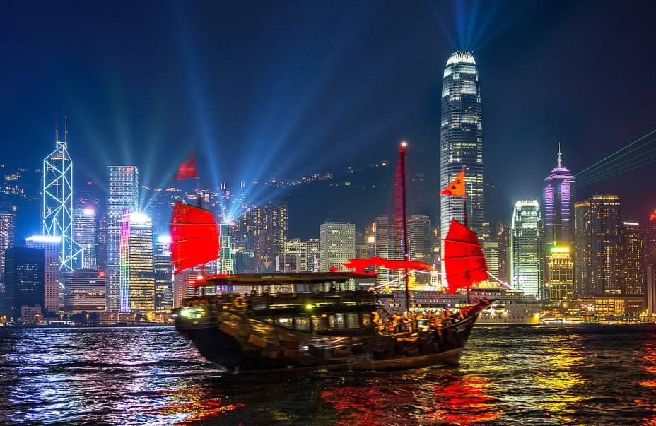 Você pode ver e visitar os barcos tradicionais chineses no Porto Victoria.