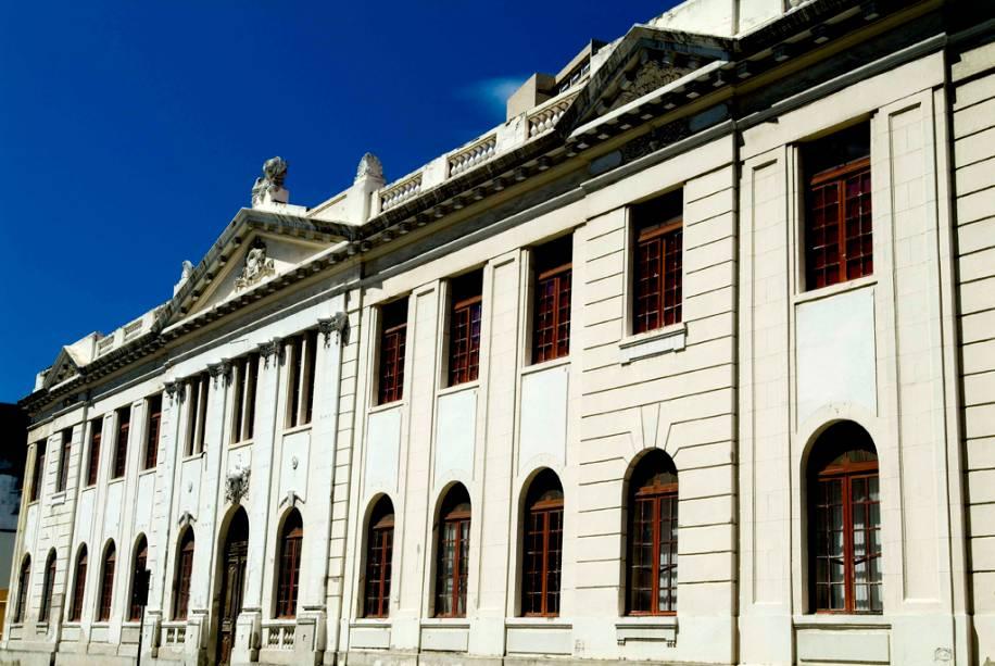 A Escola Fafi de Teatro, Dança e Música está instalada em um prédio histórico inaugurado em 1926