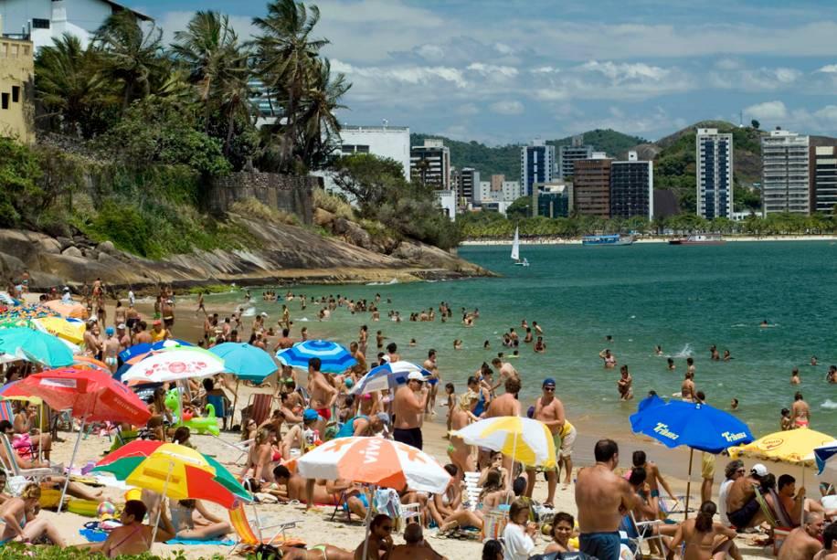 As duas praias mais famosas de Vitória, Esquerda (Grande) e Direita, estão localizadas na praia da Ilha do Boi.