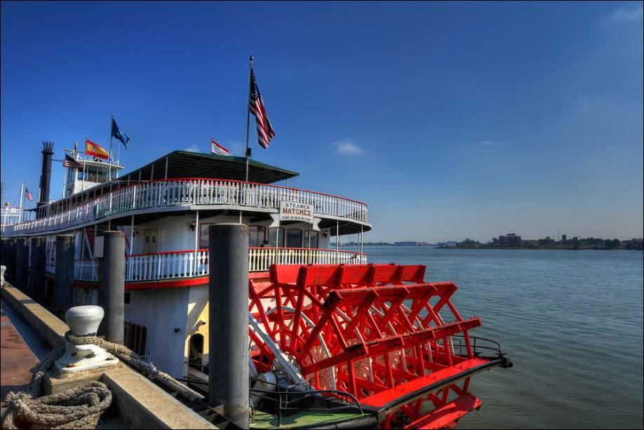 Os barcos a vapor são passeios populares no rio Mississippi, em Nova Orleans