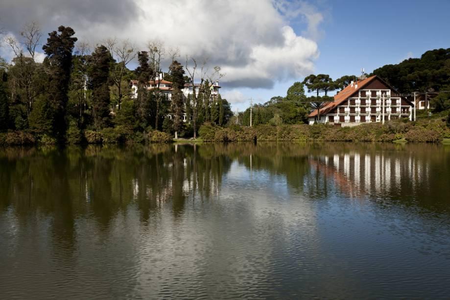 Lago Negro, em Gramado, no Rio Grande do Sul, que leva esse nome por ser cercado por árvores trazidas da Floresta Negra na Alemanha