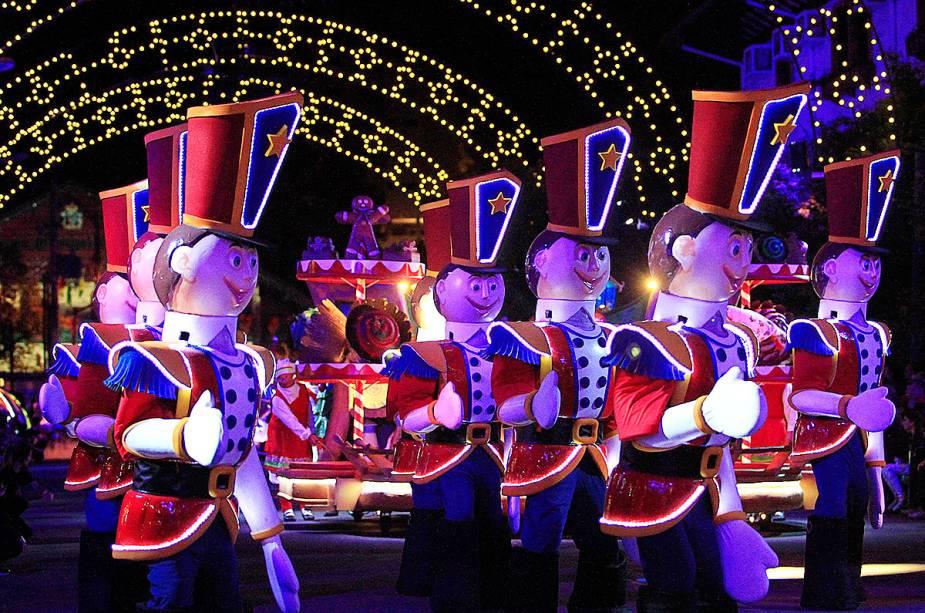 O grande desfile de natal é um dos atrativos da cidade