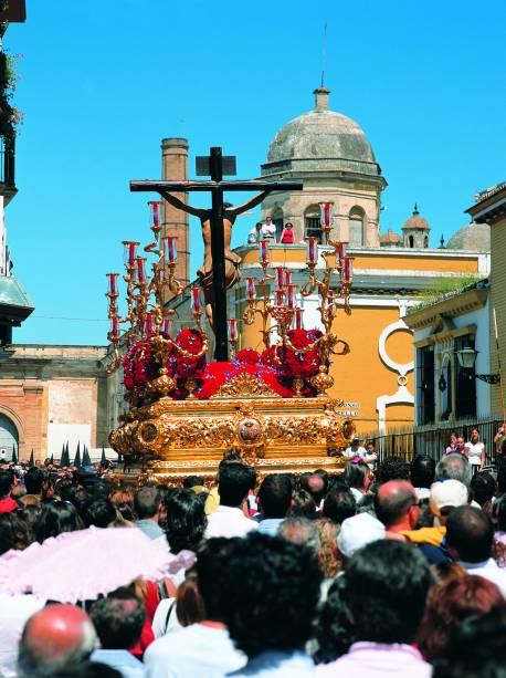 As procissões da Semana Santa em Sevilha mobilizam toda a cidade