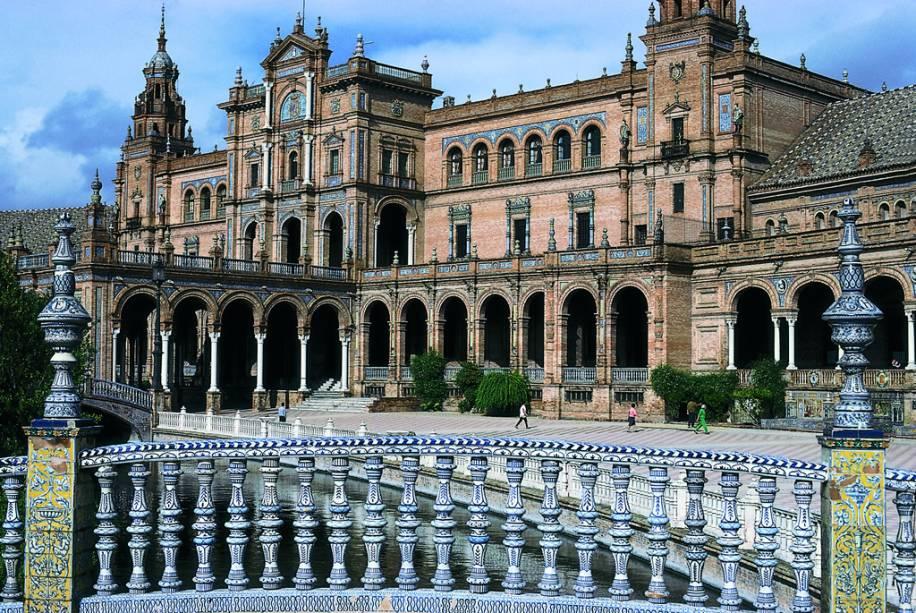 Plaza de España em Sevilha com sua arquitetura extravagante