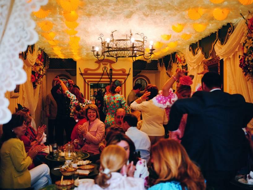 Festa de dança flamenca durante a Feira de Abril de Sevilha