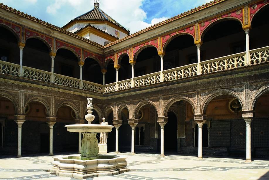 A Casa de Pilatos foi construída no século 15 para abrigar a aristocracia espanhola.  Foi gradualmente ampliado e adicionado jardins, terraços e salões
