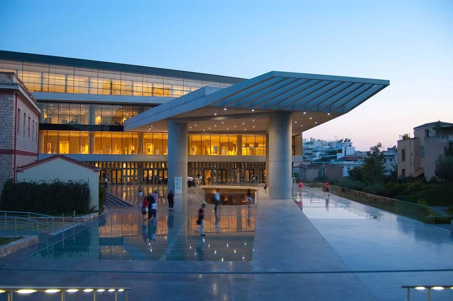 """<strong>Museu da Acrópole</strong> <strong>OU:</strong>""""http://viajeaqui.abril.com.br/cidades/grecia-atenas"""" rel =""""Atenas"""" Objetivo =""""_vazio""""> Atenas, Grécia <strong>Porque ir?</strong>  Durante os séculos 18, 19 e 20, as potências imperialistas gostaram deles""""http://viajeaqui.abril.com.br/paises/franca"""" rel =""""França"""" Objetivo =""""_vazio""""> França,""""http://viajeaqui.abril.com.br/paises/alemanha"""" rel =""""Alemanha """" Objetivo =""""_vazio""""> Alemanha e""""http://viajeaqui.abril.com.br/paises/reino-unido"""" rel =""""Inglaterra """" Objetivo =""""_vazio""""> A Inglaterra forneceu aos seus principais museus tesouros que são explorados em todo o Oriente.  As fontes nem sempre foram legais: compras suspeitas, pressão política ou pilhagem direta.  Nas últimas décadas, no entanto, países como o Irã fizeram isso""""http://viajeaqui.abril.com.br/paises/turquia"""" rel =""""Peru"""" Objetivo =""""_vazio""""> Turquia,""""http://viajeaqui.abril.com.br/paises/egito"""" rel =""""Egito """" Objetivo =""""_vazio""""> Egito e""""http://viajeaqui.abril.com.br/paises/grecia"""" rel =""""Grécia """" Objetivo =""""_vazio""""> A Grécia endureceu as antigas exigências de repatriação de seus ativos históricos.  O alvo.  o objetivo?  Museus importantes da Europa Ocidental.  A resposta?  Você não pode cuidar dessas pedras preciosas.  Essa foi uma boa resposta, considerando o <strong>Museu do Cairo</strong> é o pior e o melhor museu do mundo, como o pandemônio que reina em suas galerias.  OU""""http://viajeaqui.abril.com.br/estabelecimentos/grecia-atenas-atracao-museu-da-acropole"""" rel =""""Museu da Acrópole """" Objetivo =""""_vazio""""> O Museu da Acrópole é um dos primeiros exemplos onde estas nações podem receber bens que realmente lhes pertencem.  A menos que a crise afete essas ligações.  <strong>Luzes:</strong> as pérolas do Partenon.  O resto está na Inglaterra."""" class=""""lazyload"""" data-pin-nopin=""""true""""/></div> <p class="""